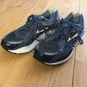 Brooks Dyad 7 Running Shoes Size 8 B